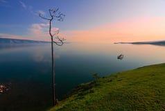 Soluppgång på Lake Baikal Arkivfoto