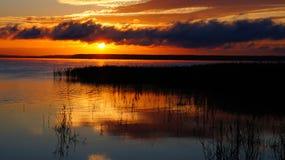 Soluppgång på laken Arkivbilder