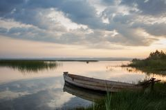 soluppgång på laken Fotografering för Bildbyråer