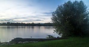 Soluppgång på laken royaltyfri foto