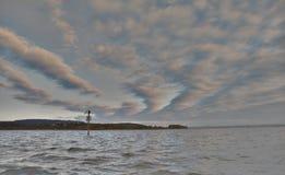 Soluppgång på lakesiden Royaltyfria Bilder