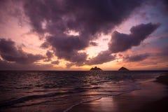 Soluppgång på lanikaistranden, hawaii Arkivfoto