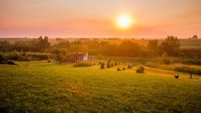 Soluppgång på lantgården Arkivfoton