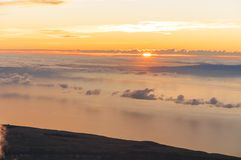 Soluppgång på maximumet av vulkan Teide tenerife Arkivfoto