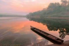 Soluppgång på Mekong River Royaltyfria Bilder