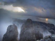 Soluppgång på monteringen Ai-Petri, Crimea, Ukraina royaltyfri fotografi