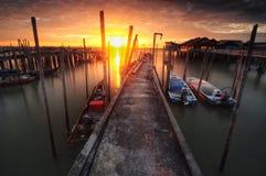 Soluppgång på piaien johor Malaysia för fiskarebryggatanjung arkivbild