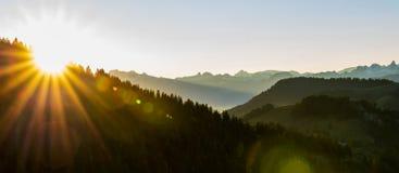Soluppgång på Rigi, Schweiz royaltyfria bilder