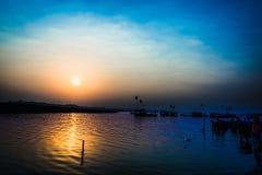 Soluppgång på Sangam Royaltyfria Foton