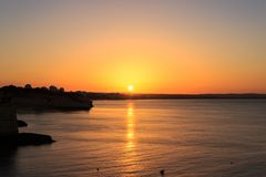 Soluppgång på `-Senhora da Hora `, Algarve, Portugal arkivfoton