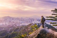 Soluppgång på Seoul stadshorisont, den bästa sikten av Sydkorea Arkivfoton