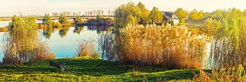 Soluppgång på sjön med pilar Royaltyfria Foton