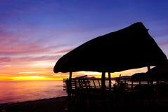 Soluppgång på sjösidan Arkivfoton