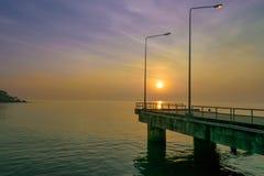 Soluppgång på sjösidan Arkivfoto