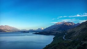 Soluppgång på sjöWakatipu utkik, Nya Zeeland stock video