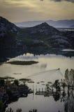 Soluppgång på Skadar laken Arkivfoton