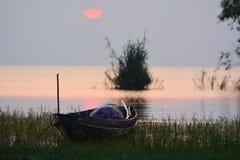 soluppgång på Songkhla sjön Royaltyfria Foton