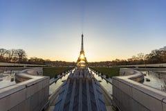 Soluppgång på strålen för Trocadero springbrunnvatten Arkivfoto