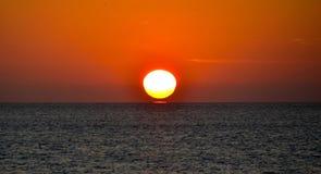 Soluppgång på stranden Fotografering för Bildbyråer