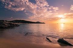 Soluppgång på stranden av Chia, Sardinia, Italien Royaltyfri Foto