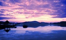 Soluppgång på Sun Moon laken i Taiwan Arkivfoton