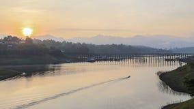 Soluppgång på Sungkhlaburi Royaltyfri Fotografi