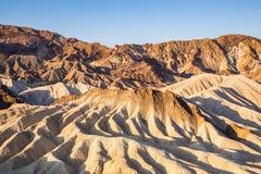 Soluppgång på Zabriskie punkt i den Death Valley nationalparken, Kalifornien, USA Arkivbilder