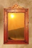 Soluppgång sedd throung ett forntida fönster arkivbild