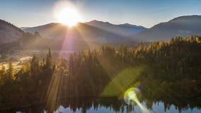 Soluppgång sjönatur Schweiz flyg- 4k lager videofilmer