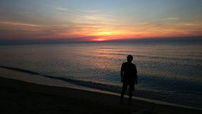 Soluppgång strandsemesterorten Royaltyfri Foto