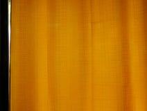 Soluppgång till och med genomskinliga gardiner av ett fönster Royaltyfria Foton