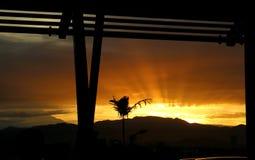 Soluppgång till och med mitt fönster Arkivbilder