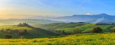 soluppgång tuscany fotografering för bildbyråer