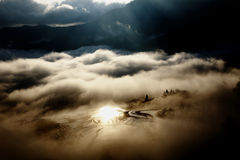 Soluppgång YuanYang, Kina arkivbild