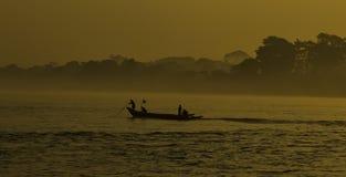 Soluppgångar över den Ayeyarwaddy floden, Myanmar Royaltyfri Fotografi