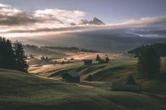 Soluppgångar - Seiser Alm Italia Dolomity arkivbild