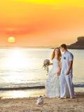 soluppgångbröllop royaltyfria foton