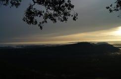 Soluppgången i morgonen nära gränsen av Thailand Royaltyfria Foton