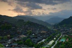 Soluppgången i Xijiang Qianhu Miao Village Royaltyfri Fotografi