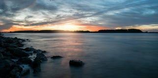 Soluppgånglandskap på Danube River arkivbilder