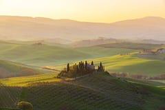 Soluppgånglantbrukarhem tuscany Royaltyfri Bild