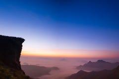 Soluppgångplats på den Phu chifa Chiangrai Arkivfoto