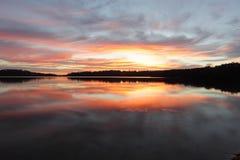 SoluppgångreflexionsNarrabeen sjöar NSW Australien Royaltyfria Bilder