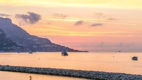 Soluppgångsikt av havet och landskaptimelapse från Beaulieu surmer, Frankrike arkivfilmer
