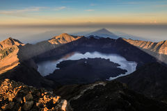 Soluppgångsikt från Mt Rinjani-Lombok Indonesien, Asien fotografering för bildbyråer