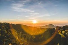 Soluppgångsikt på Doi Inthanon Arkivbild