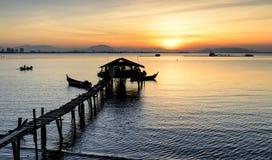 Soluppgångsikt på fiskarebryggan Jelutong, Penang Malaysia paradis för natur för sammansättningsdesignelement Royaltyfri Bild