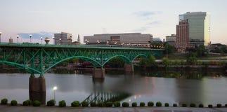 SoluppgångTennessee River Knoxville Downtown City horisont Arkivfoto