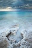 Soluppgångtid över det döda havet Arkivfoto