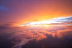 Soluppgångtid ovanför himlen Arkivbilder
